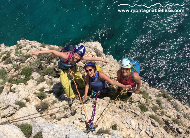 Elena, Simona e Patri sul traverso di Capo Noli